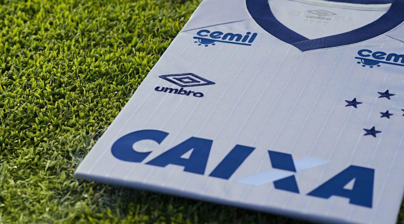 09de87f7d3 FOTOS  Nova terceira camisa do Cruzeiro homenageia conquistas do ...