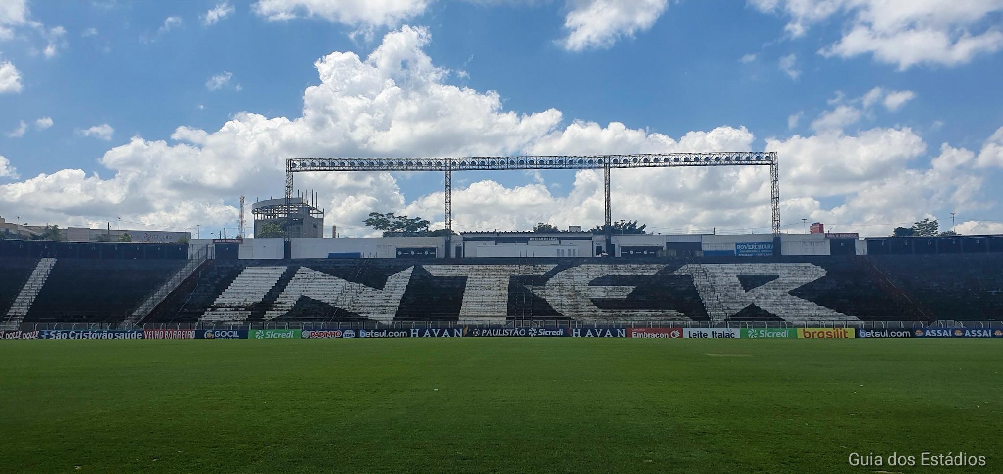 Estádios no Brasil de graça. Estádio Limeirão. Esperei o treino dos jogadores acabar para entrar